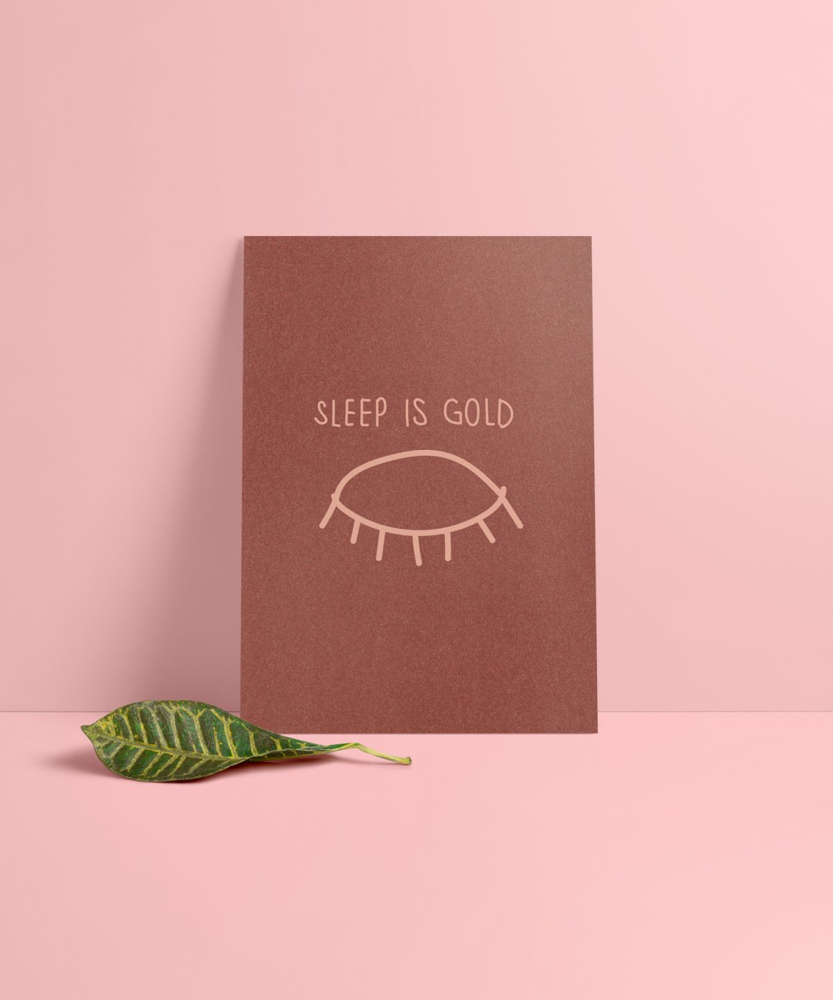Sleep is Gold Karte Vorderseite. Schimmerndes Metallic Papier in Kupfer.