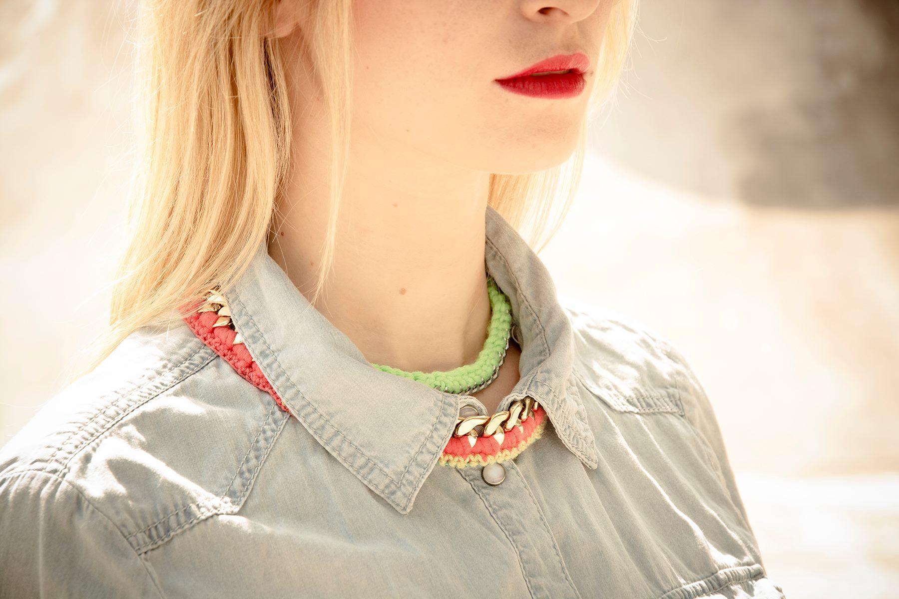 Nahaufnahme mit Halsketten von Klunkar