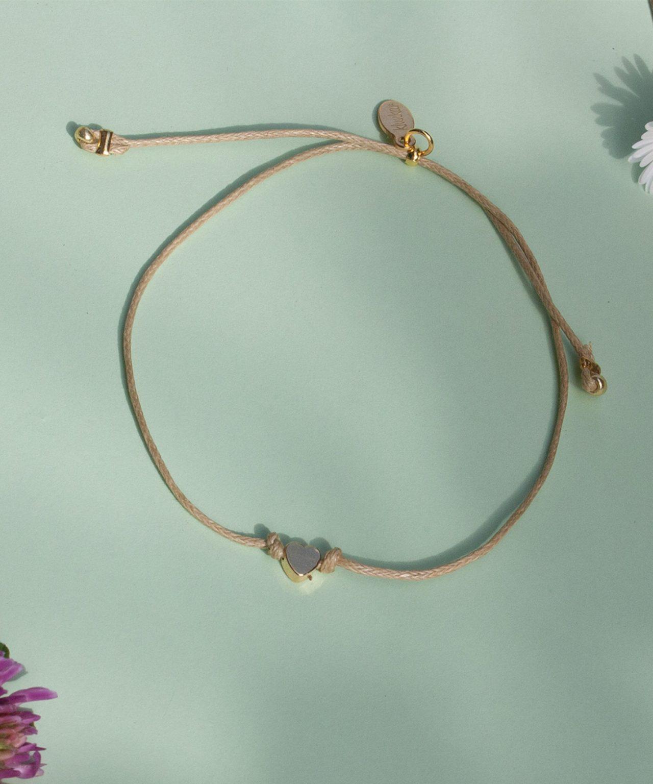 Alva Herz Armband von Klunkar. Geschenk zum Muttertag und Frühling.