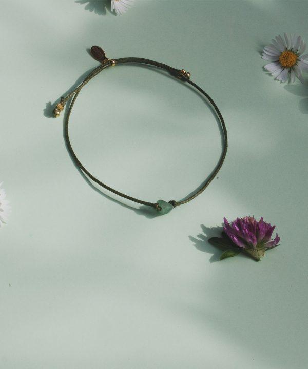 Edla Aventurin Stein Armband von Klunkar. Handgemacher Schmuck aus dem Bregenzerwald. Armband für den Muttertag und für den Frühling.