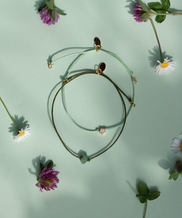Flora und Edla. Blumen Armband und Aventurin Armband von Klunkar. Geschenk zum Muttertag und Frühling.