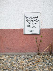 Heutzutage ist nur noch der Käse analog. Fliese von Idee. House of Klunkar. Foto von Nina Bröll.