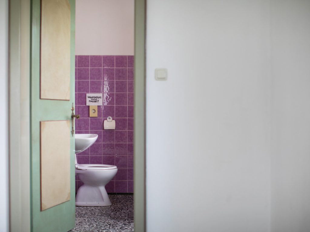 Unsichbarkeits Modus Forever. Fliese von Idee. House of Klunkar. Foto von Nina Bröll.