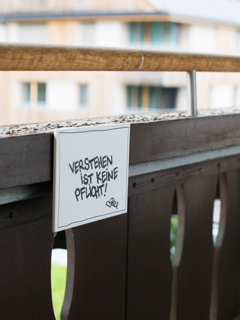 Verstehen ist keine Pflicht. Fliese von Idee für House of Klunkar. Foto von Nina Bröll.