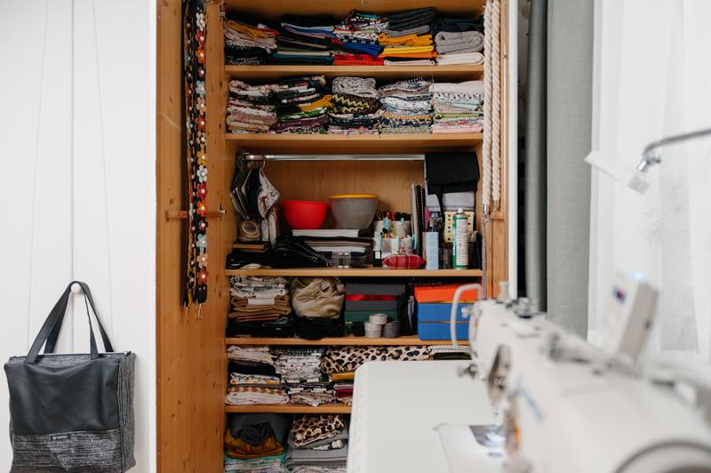 Alles hat seine Ordnung. Materiallager von Textil Artist Indivisew.