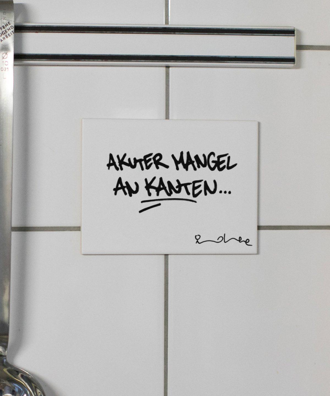 """Wandkachel """"akuter Mangel an Kanten"""" von Streetartist """"idee"""" erhältlich bei House of Klunkar. Foto von Nina Bröll."""