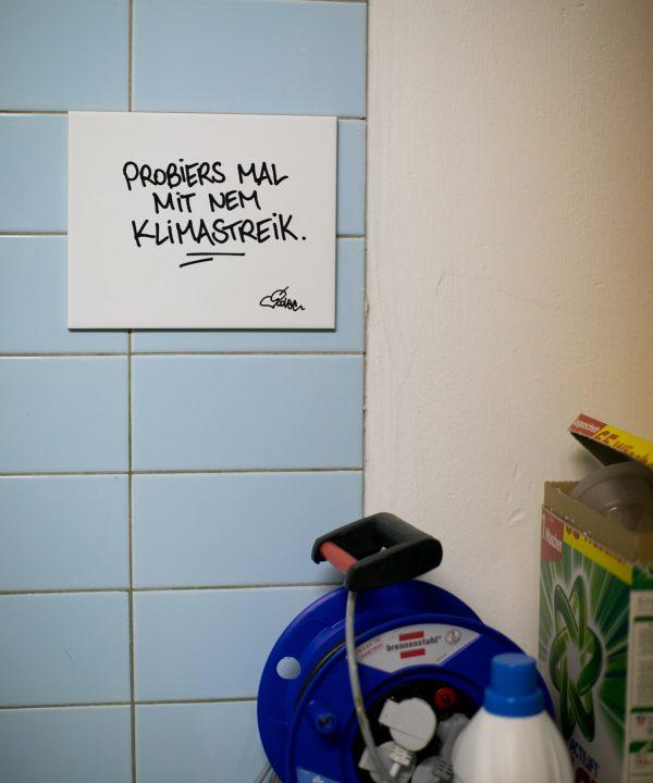 Probiers mal mit nem Klimastreik Wandkachel von Streetartist idee. Wanddeko bei House of Klunkar.