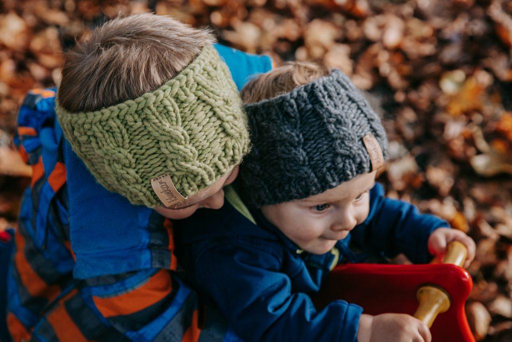 Die Klunkar Stirnbänder passen auch Kleinkindern perfekt. Foto von Pia Pia PIa Berchtold.