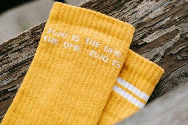 Gelbe Socken von Zwo. Foto von Pia Pia Pia für House of Klunkar.