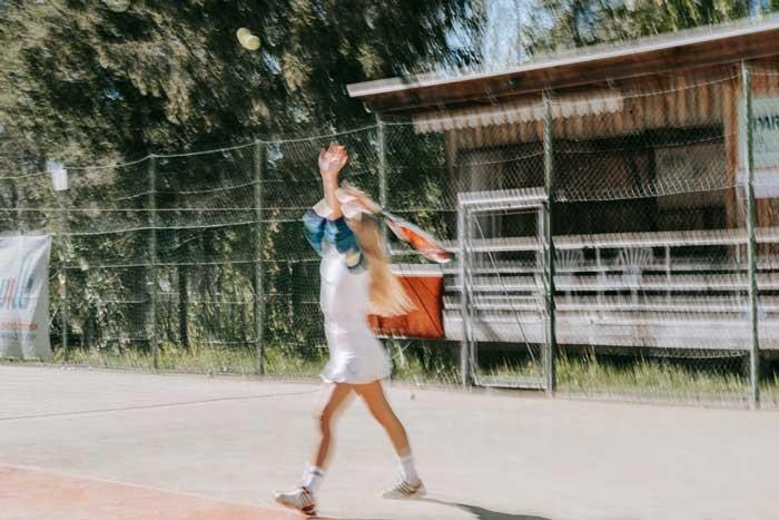 Auf dem Tennisplatz mit Zwo Socken von Pia Pia Pia.